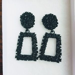 🚨Chunky Black Earrings